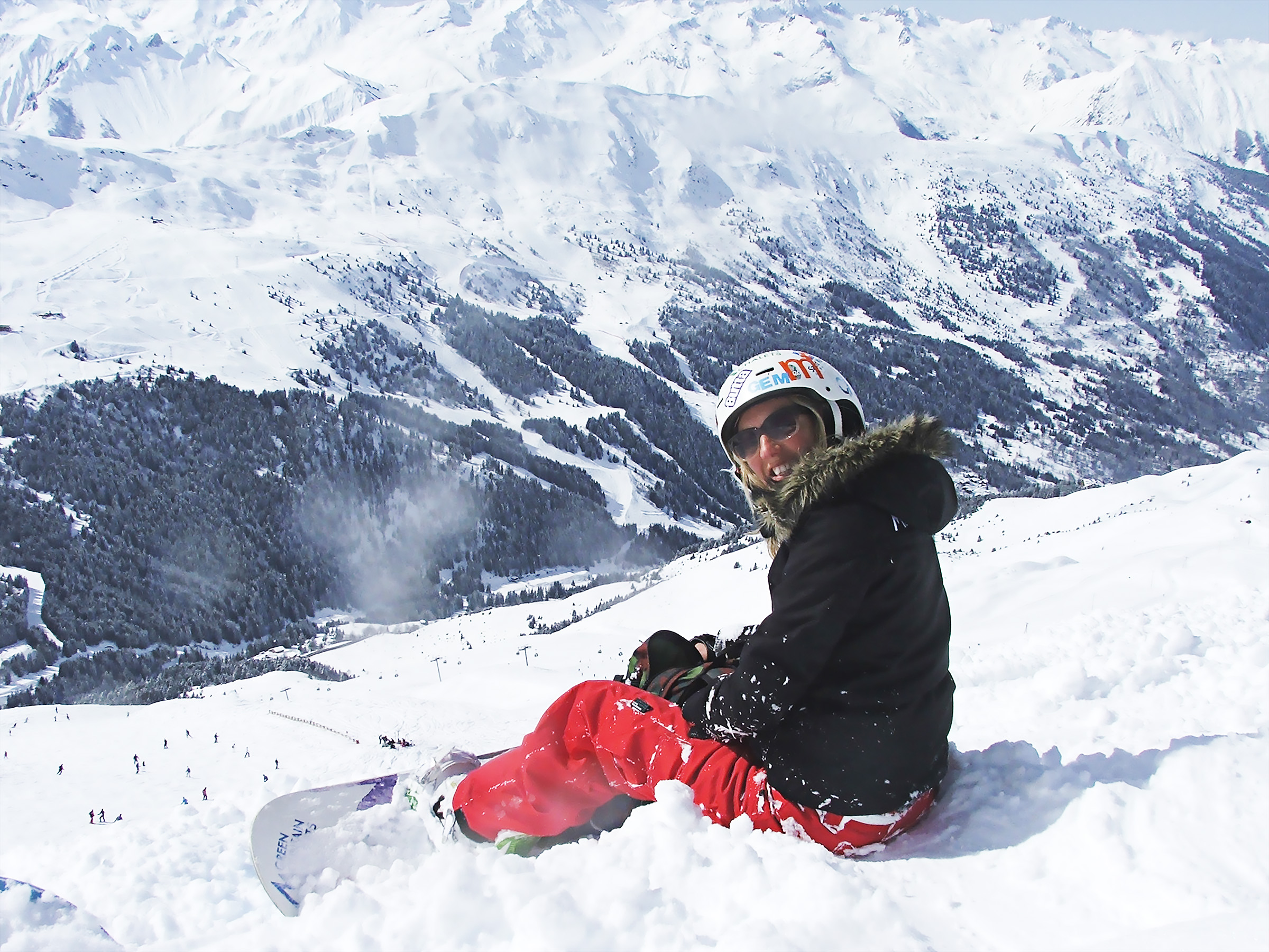 Gemma Hunt snowboarding French Alps