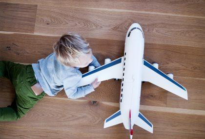 Consigli per volare come affrontare i voli a largo raggio con i bambini