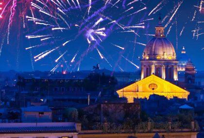 Fuegos artificiales festividades y un Ao Nuevo en Roma