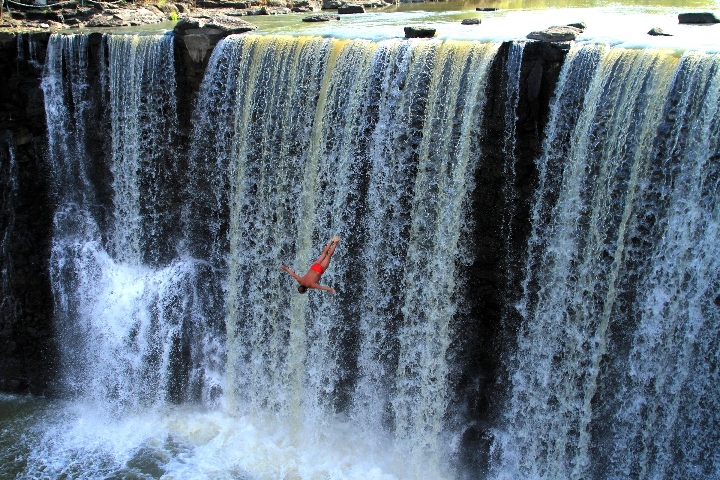 Clavados en cascadas Repblica Dominicana