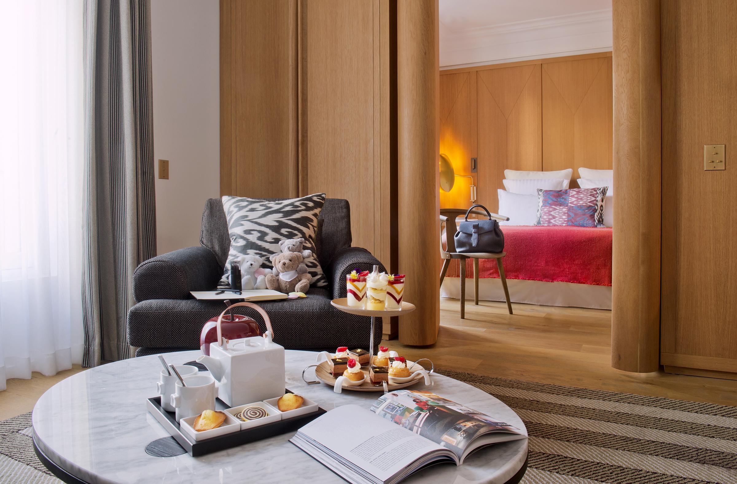 Smart spending Hotel Vernet Paris France