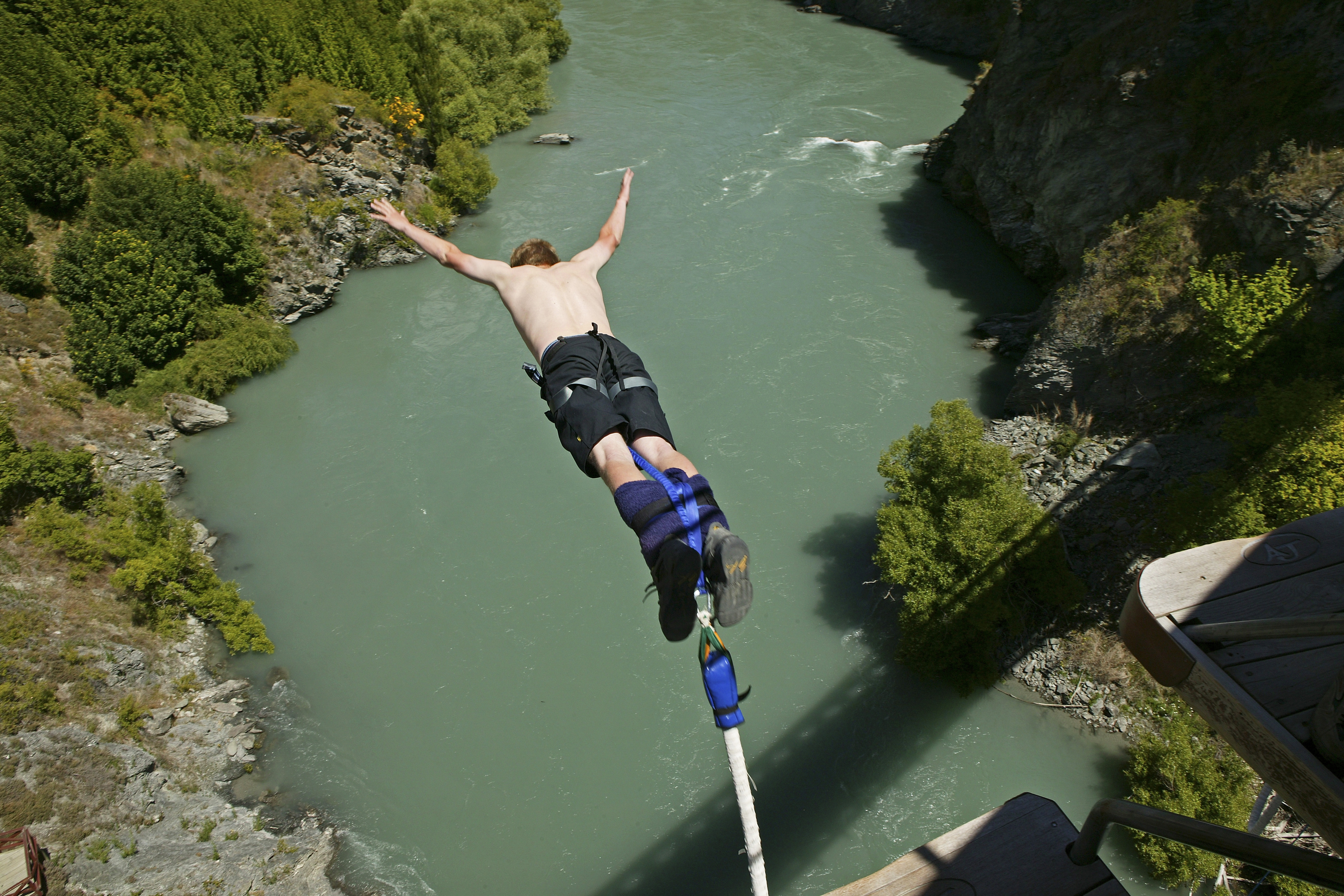 Bungy jumping New Zealand adventure travel safety first